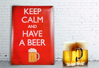 Placa de Metal Keep Calm and Have a Beer 30 X 40 Cm - Dá um toque descontraído à tua casa!